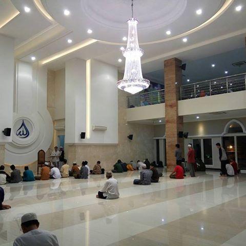 Suasana Dalam Masjid Ulul Azmi